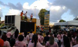 Le 19 octobre, beaucoup de gens sont allés dans les avenues de Natal démontrer leurs soutien au combat au cancer du sein. (Crédit photo: Fabio Santana).