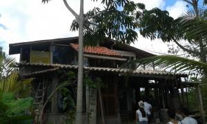 Une maison construit de matériels recyclables ou de matériels trouvés dans l'ambiance dans la ferme Araça. (Crédit photo:Fabio Santana).