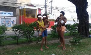 Des mendiants en cherche d'argent et cadeau dans une avenue de Natal. (Crédit photo: Fabio Santana).