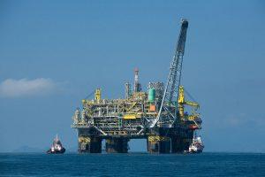 La première plate-forme pétrolière 100% brésilienne, la P-51 produira environ 180,000 barils de pétrole et six millions de mètres cube de gaz par jour en plein régime.