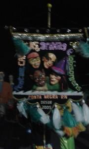 Le carnaval à Natal durant l'arrivée du groupe de Frevo Poetas, carecas, bruxas e lobisomens (Poètes, chauves, sorcières et fantômes). (Crédit photo: Fabio Santana).