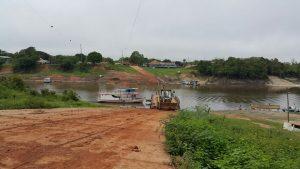 La route BR-319 au bord de la rivière Igapo-Açu, dans le village Igapo-Açu, dans l'état d'Amazonas. (Crédit photo: Groupe BR-319 Nós queremos o Brasil.  exif Luciano Dias)