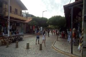 À la principale rue du village Canoa Quebrada il y a de nombreux restaurants et des petits magasins d'artisanat. (Credit Photo: Fabio Santana).