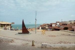 """L'entrée du village est symbolisée par une petit embarcation connue au nord-est du Br´sil comme """"Jangada"""". (Crédit photo: Fabio Santana)."""